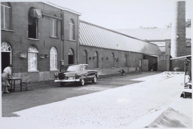 025944 - Binnenplaats van de fabriek van Van Riel aan de Zomerstraat, thans het Louis Bouwmeesterplein