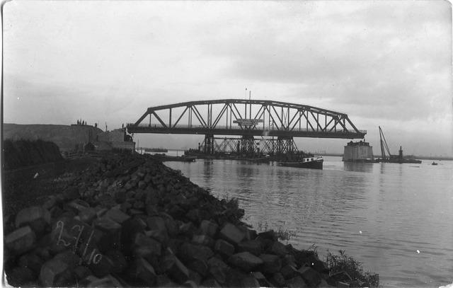 604838 - Aanleg van de brug bij Keizersveer