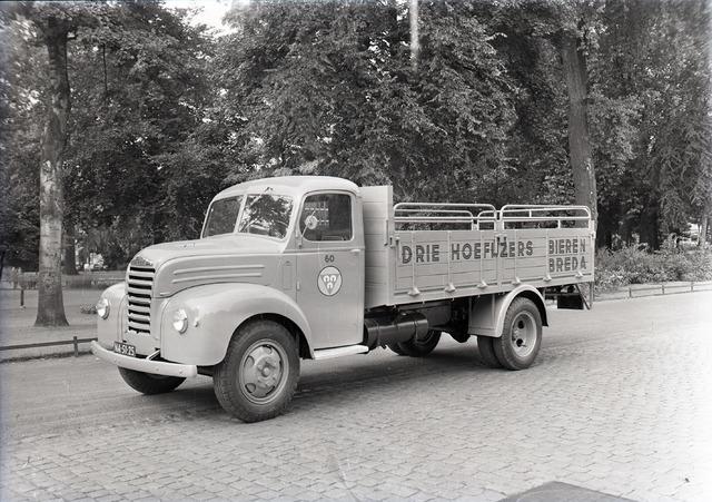 654849 - Ford Thames ET6, vrachtwagen van de Drie Hoefijzers uit Breda.