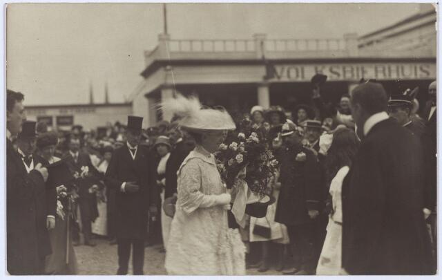 003328 - Koninklijke bezoeken. Bezoek van koningin Wilhelmina aan de Internationale Tentoonstelling van Nijverheid, Handel en Kunst te Tilburg op 14 juli 1913.