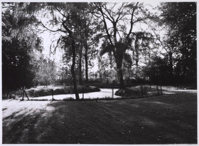 023986 - Tuin behorende bij Huize Dennenhaghe op Koningshoeven halverwege september 1983