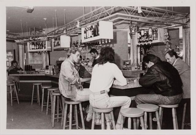 040538 - Café Review, Heuvel 18.