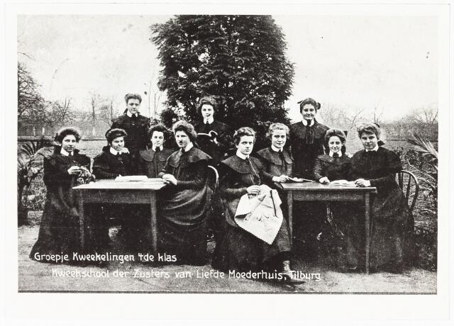 009356 - Kloosters. Hoger onderwijs.  Zusters van Liefde aan de Oude Dijk te Tilburg. Groepje kwekelingen van de kweekschool van de zusters