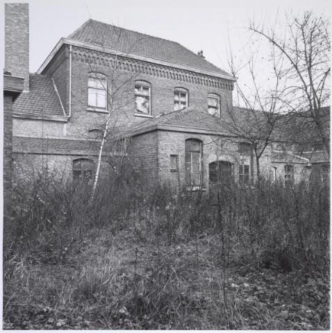 025289 - Achterzijde van het voormalige St. Rochusgesticht aan de Lange Nieuwstraat in december 1979, ruim een jaar voordat het werd afgebroken