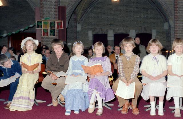655234 - Eerste communie in de Sacramentsparochie te Tilburg op 6 mei 1979.