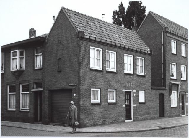 027197 - Voorheen Lange Schijfstraat 76-78, hoek Vincentiusstraat.
