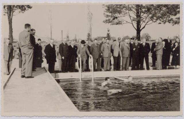 044020 - Gemeentelijk zwembad aan de Ringbaan-Oost tijdens de interlandwedstrijden Nederland-Frankrijk.