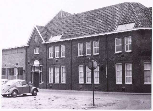 033977 - Voorgevel van de Hogere Technische School (Rk HTS TILBURG) aan de Vincentiusstraat 27