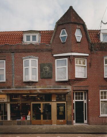 063916 - Sint Annaplein. In een huis op de plaats van dit pand was Vincent van Gogh in de kost in de jaren 1866-1868, toen hij leerling was aan de Tilburgse rijks HBS.