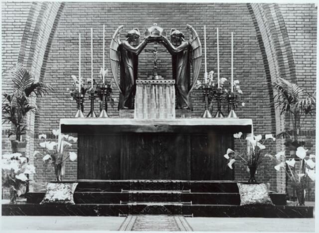 030100 - Hoogaltaar van de R.K. kerk van het H Sacrament aan de Ringbaan-Oost