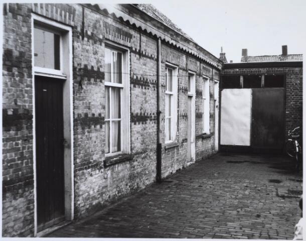 024242 - Arbeiderswoningen in het Sint Janshof, gelegen in de voormalige wijk Koningswei.