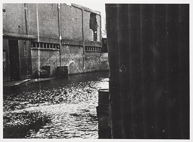012444 - WOII; WO2; Tweede Wereldoorlog. Vernielingen. Complex van Verschuuren - Piron aan de Koningshoeven dat in oktober 1944 midden in de frontlinie lag. Geallieerde bombardementen sloegen grote gaten in dit zich fel verdedigende Duitse bastion