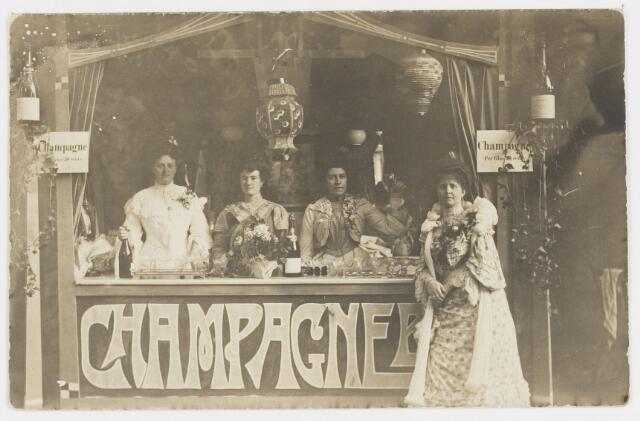 068223 - Muziekfeesten. Zomerkermis 1904. V.l.n.r. Mathilda Mutsaers-Diepen, Wilhelmina Swagemakers, Louise van Spaendonck-Mutsaers en Stephanie Swagemakers-Kemps.