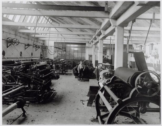 044806 - Interieur wollenstoffenfabriek A. & N. Mutsaerts aan de Gasthuisstraat 9.