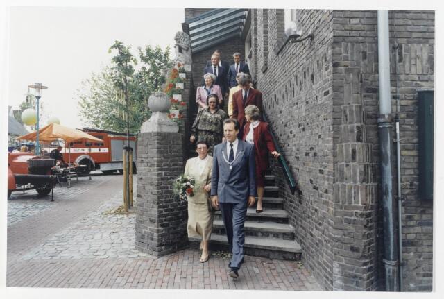 91338 - Terheijden. De 12e Traaierie op 14, 15 en 16 juni. Feest georganiseerd door de Harmonie in verband met de officiële ingebruikname van de gerenoveerde dorpskom van Terheijden Die ingebruikname werd verricht door mevrouw Jacobs (inks), Brabants gedeputeerde van onder andere Stads- en Dorpsvernieuwing samen met P.v.d.A -  burgemeester Hans (J) van Brummen (1989-1997)