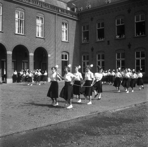 050366 - H. mis t.g.v. 100-jarig bestaan van de kweekschool van de Zusters van Liefde Oude Dijk, Tilburg.