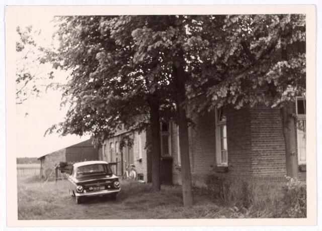 018955 - Achterzijde van een boerderij aan de Gilzerbaan halverwege 1969