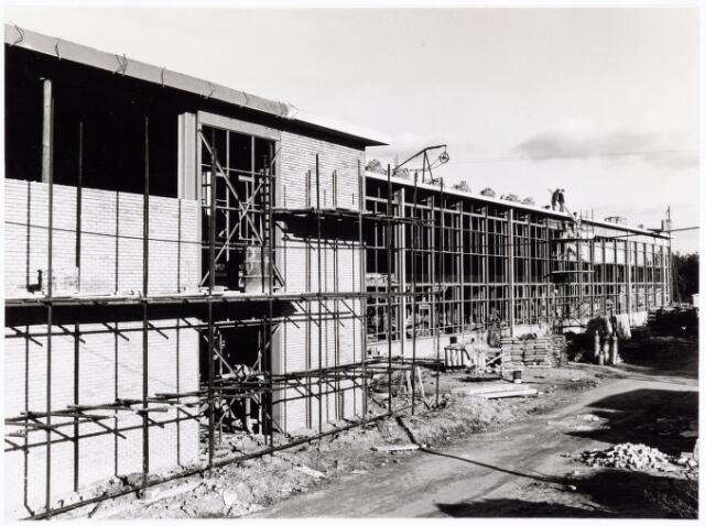 039203 - Volt. Noord. Algemeen, Gebouwen, Nieuwbouw. Een zijkant van de in aanbouw zijnde hal ND in 1964.