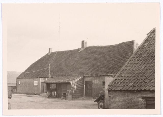 017834 - Achterzijde van een boerderij aan de Rielseweg (thans Dr. Hub. van Doorneweg) begin 1968