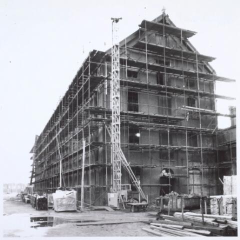 019279 - Restauratie van een gebouw van de voormalige wollenstoffenfabriek C. Mommers. Het was het hoogste fabrieksgebouw dat ooit in Tilburg is gebouwd. Het is in twee etappen tot stand gekomen, te weten in 1885 en 1894. Thans behoort het tot het Nederlands Textielmuseum