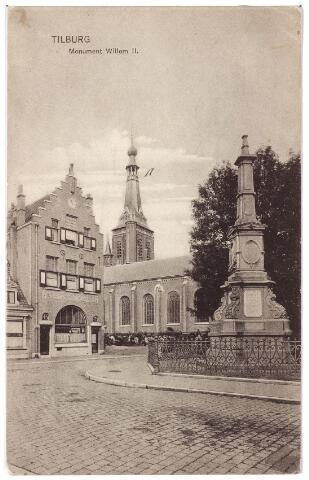 002498 - Monument voor koning Willem II op de hoek van de Monumentstraat en de Paleisstraat. Links café Monument, tot augustus 1936 aan de Monumentstraat, daarna aan de Markt nr. 14. Op de achtergrond de kerk van het Heike.