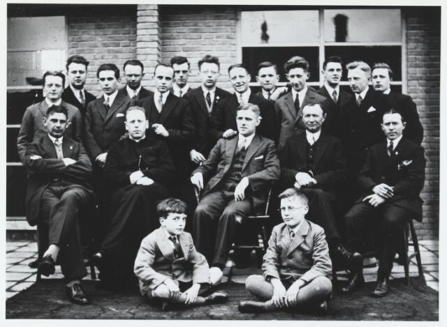 055550 - Foto jaren 30, patronaat Hilvarenbeek??