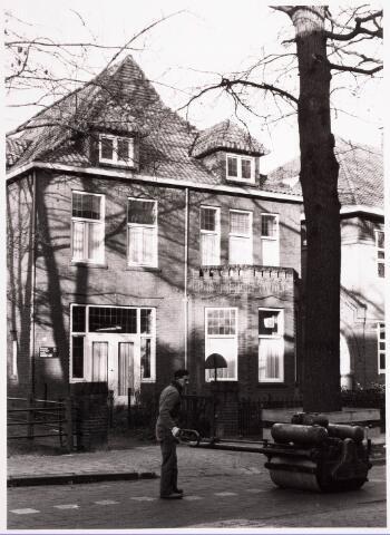 033321 - Hoger onderwijs. Een van de gebouwen van de R.K. Leergangen aan de Tivolistraat 5, voorheen Bosscheweg 343. Tot 1936 het woonhuis van steenfabrikant Leonardus A.J.J. Swagemakers. Daarna, tot 1 november 1962 Economisch Sociaal Instituut. Daarna bood het pand onderdak aan het Brabants Conservatorium.
