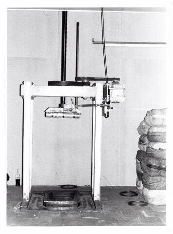 038107 - Textielindustrie. Interieur van de Firma Wolkat, lompengroothandel.