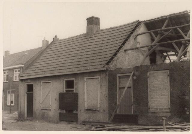 024359 - Sloopwoningen aan de Beeksedijk, thans Korhoenstraat, eind november 1964
