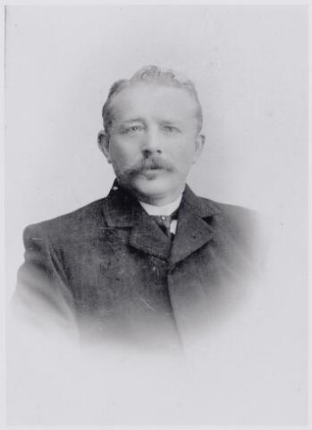 045986 - Peter (Piet) van Dun, geboren te Goirle op 3 november 1864 als zoon van koopman Adriaan van Dun en Lucia van Rooij. Piet was wever en overleed te Goirle op 20 oktober 1946. Hij trouwde aldaar op 16 juli 1887 met Johanna Catharina (Trien) van Boxtel.