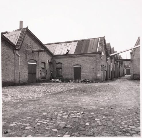 033624 - Gedeelte van het bedrijf van JUrgens Textiel aan de Tuinstraat 47a-49; op 8 januari 1976 werd het bedrijf verplaatst naar Berkel-Enschot aan de Gen. Eisenhowerlaan; thans ten behoeve van de woningbouw in het Spinnerspark geheel afgebroken