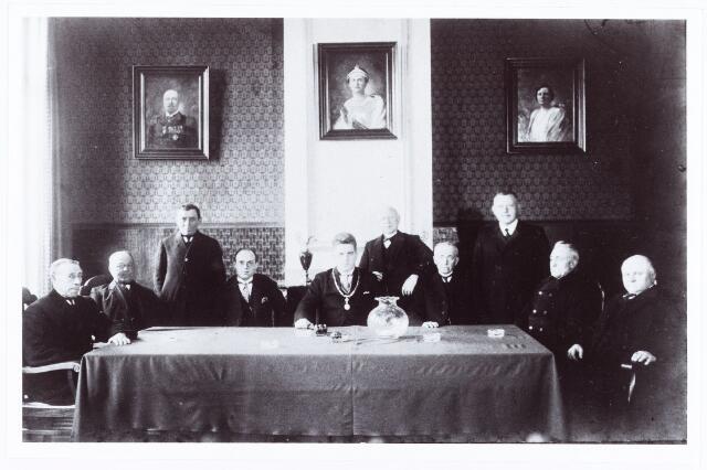 061916 - College van B. & W. en gemeenteraad van Berkel-Enschot. In het midden burgemeester Panis.