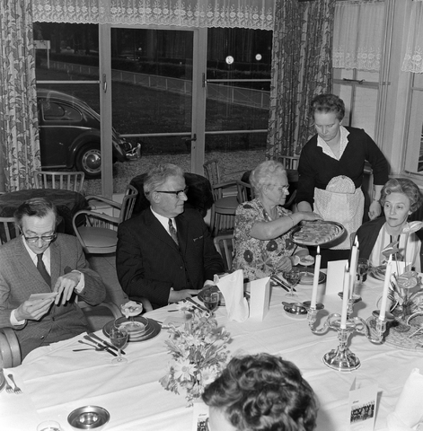 1237_012_993_006 - Viering van een jubileum van textiel firma Van Besouw b.v. in mei 1972.