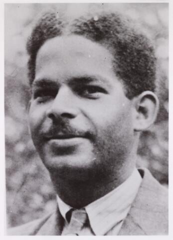 604378 - Tweede Wereldoorlog. Oorlogsslachtoffers. Segundo Jorge A (Boy) Ecury, geboren op 23 april 1922 in Oranjestad (Aruba) en overleden op 6 november 1944 op de Waalsdorpervlakte.  Hij was een verzetsman die ter dood veroordeeld werd en gefusilleerd op  6 november 1944.