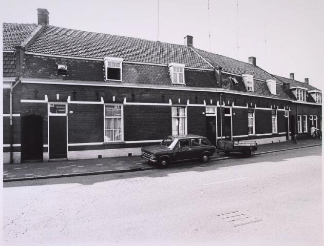 024893 - Panden Kwaadeindstraat 24, 26, 28 en 30 (van links naar rechts) medio 1976