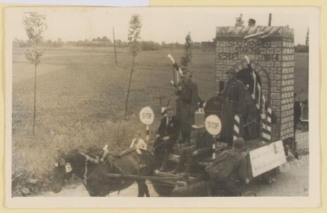 """080827 - WOII; WO2; Bevrijding Udenhout 1945. De optocht. """"Spoorwegstaking 5 september 1944""""."""