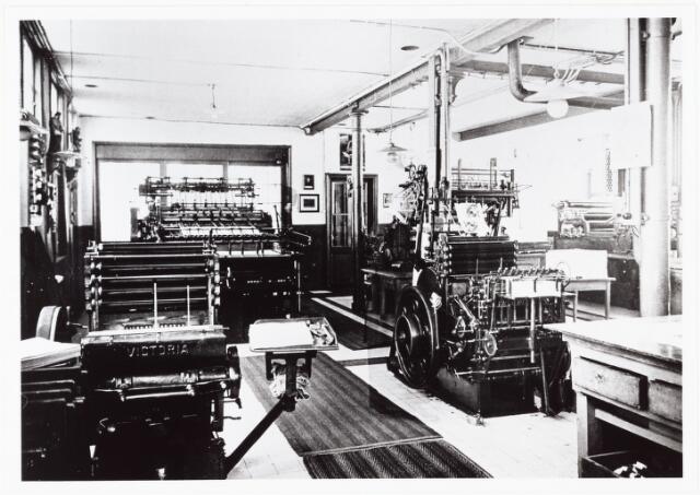009487 - Kloosters. R. K Jongensweeshuis-drukkerij van de fraters van Tilburg. Machinepark van de drukkerij