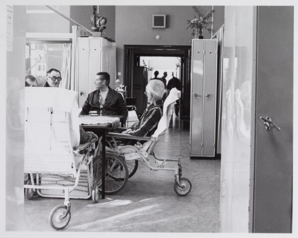 041784 - Elisabethziekenhuis. Gezondheidszorg. Ziekenhuizen. Patiëntenzalen in het St. Elisabethziekenhuis.