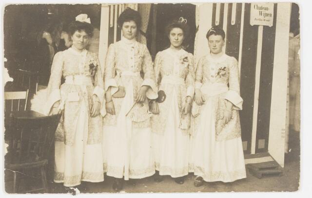 068205 - Muziekfeesten. Zomerkermis gehouden van 25 - 29 juni 1904. Op de foto v.l.n.r. Marie Coster - Franken,  Marie  Janssen  - de Beer,  Mevr. Franken de Beer en Cor Aelen.