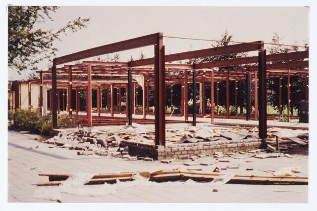 062496 - Onderwijs. Het gebouw van de Dolfijnschool aan de Beukendreef 20 wordt afgebroken