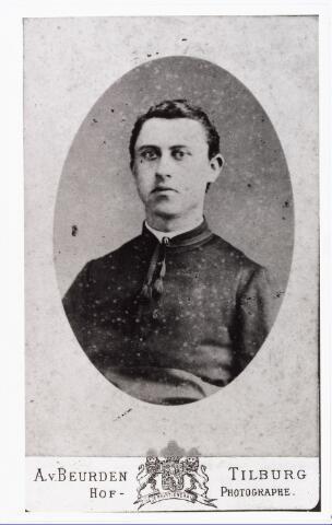 007757 - De heer van Roestel kapelaan Vught. (reproductie; origineel niet in collectie aanwezig)