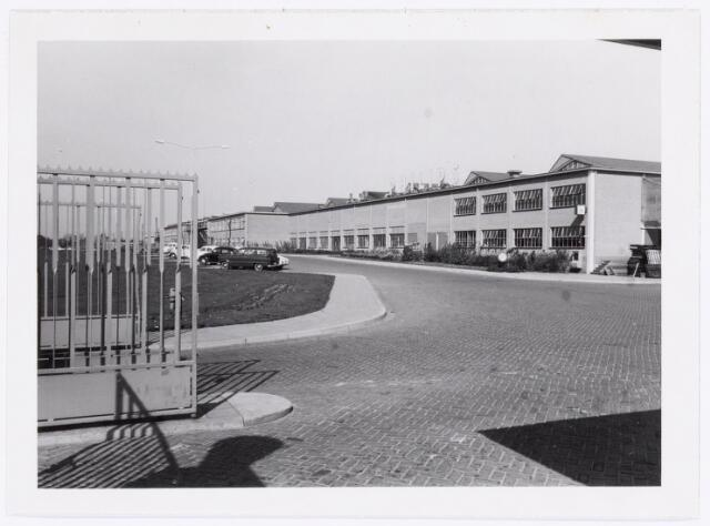038687 - Volt. Turnhout. Een gedeelte van de fabriek van Volt en Philips aan de Gierlese  Steenweg te Turnhout. Was dit het Voltgedeelte? Fabricage- of productie vond in Turnhout plaats van 1955 t/m 1977. In het topjaar 1965 telde Volt Turnhout 1373 personeelsleden.
