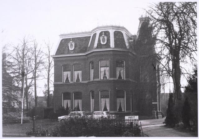 023271 - Pand St. Josephstraat 108 begin 1971. Eind 1978 was er sprake van dat de villa zou integreren in de nieuwbouw van de Academie voor School- en Beroepskeuzewerk, maar dat werd nooit uitgevoerd