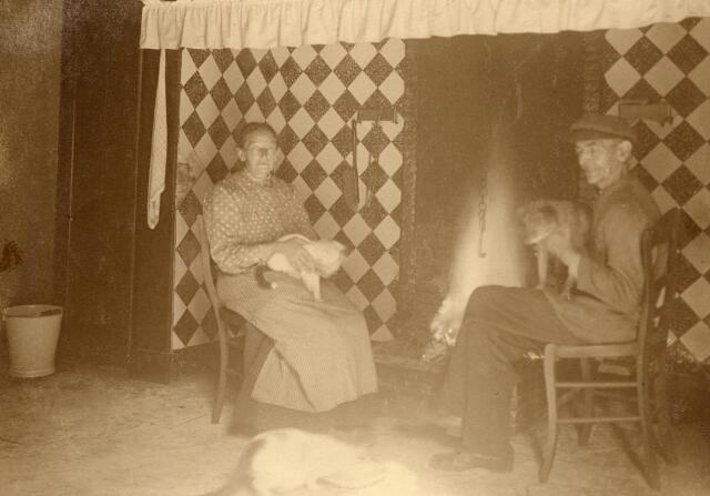 600809 - Neringhuize van Kasteel Loon op Zand. Afgebeeld: Jans en Bart de Kok. Kasteel Loon op Zand. Families Verheyen, Kolfschoten en Van Stratum