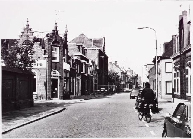 025396 - Lange Nieuwstraat gezien in de richting van de Gasthuisring, met links de Fraterstraat