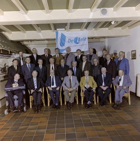 1237_001_069_003 - Groepsfoto van Unie BLHP, Unie van Beambten, Leidinggevend en Hoger Personeel, in november 2003.