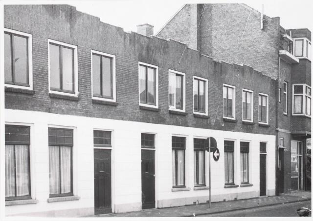 033555 - Panden aan de Tuinstraat, welke door Vroom & Dreesman( V & D ) zijn aangekocht in verband met doorbraak naar Tuinstraat