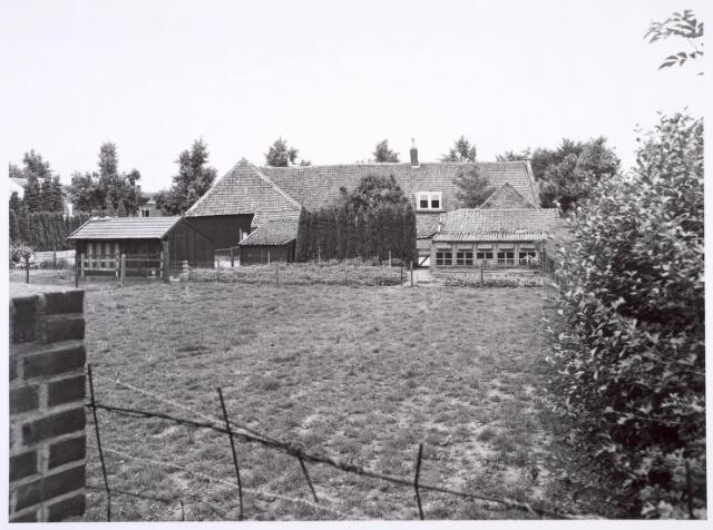 018806 - Achterzijde van een boerderij aan de Generaal Winkelmanstraat