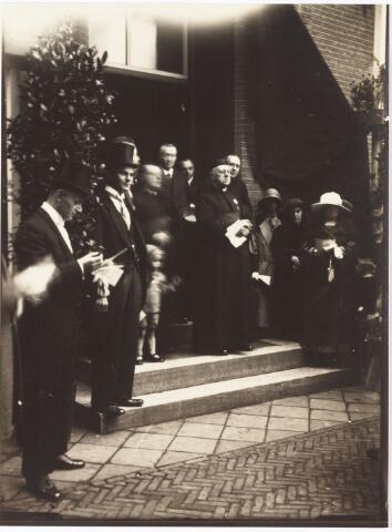 009789 - Huldiging pastoor Franciscus J.A. de Beer t.g.v. zijn zilveren pastoorsjubileum in 1923. Hij was bouwpastoor van de parochie Hasselt.