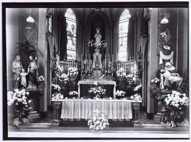 015111 - Interieur van de kapel van de Ziusters Franciscanessen van de H. Familie aan de Bisschop Zwijsenstraat. Foto gemaakt in 1938 ter gelegenheid van het 50-jarig jubileum vamn de congregatie